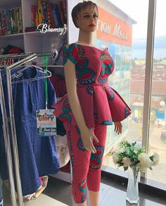 New Ankara prints & gorgeous 30 weekend style - Reny styles African Fashion Ankara, African Print Dresses, African Print Fashion, Africa Fashion, African Dress, Ghana Fashion, African Fabric, African Attire, African Wear