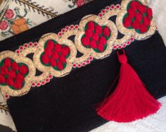 Púrpura borla de embrague bolso de Bohemia por BOHOCHICBYDAMLA                                                                                                                                                                                 Más