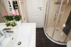Das Badezimmer mit Fußbodenheizung.