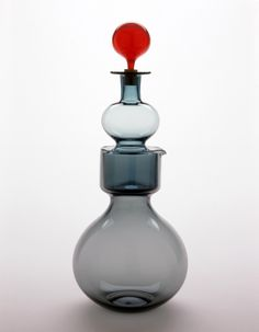 Kaj Franck (1911–1989) Kremlin Bells decanter, model nr.1500. Manufactured by Nuutajärvi-Notsjö, Finland. Designed c. 1957, made 1962. / The Houston Museum of Fine Arts
