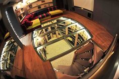 Cave ovale avec escalier en colimaçon