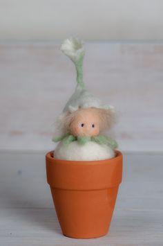 Little flower fairy  feltfigure for the spring nature/ seasonal tabel >waldorf inspired< von lepetitagneau auf Etsy
