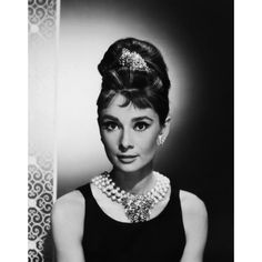 Audrey Hepburn Black and White pic ❤ liked on Polyvore featuring audrey hepburn, backgrounds, people, pictures and audrey