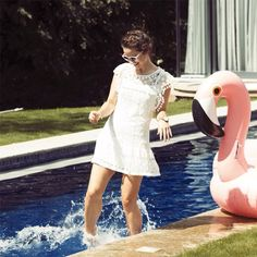 No wonder @thelondonchatter looks so happy with her fabulous #flamingo!  Tag your best summer pics with #BookYourselfieFabulous for your chance to #win one of your own, and a £50 Wahanda voucher ☀️ #competition #comp #TLC #summerselfie #summercompetition #prize #prizes #bbloggers