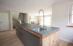 Altholzküche mit Granitarbeitsplatte