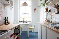 Stimmungsvolle gemütliche Küche in Wohnung in Berlin-Neukölln.