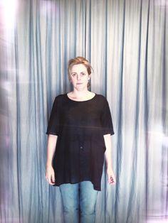 """Hoje, Heroína - Alexandre Linhares aberta até as 18h! Corre que estamos com 30% de desconto!!!!! Na foto, Érica veste blusa em algodão finíssimo de """"sem título º2"""". http://heroina-alexandrelinhares.blogspot.com.br/2014/03/erica-veste-heroina.html"""