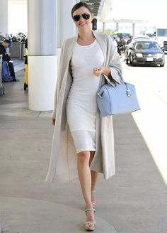 Miranda Kerr takes airport style to a new level.love the bag with her neutral & classy outfit! Style Miranda Kerr, Miranda Kerr Fashion, Mode Style, Style Me, Look Fashion, Womens Fashion, Fashion Tips, Fashion Styles, Fashion Clothes