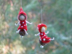 Needle felted Christmas Fairy Mushroom Ornament por Made4uByMagic