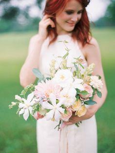 Feminine and Neutral Bridal Bouquet Ideas