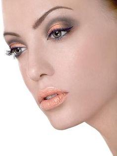 Google Image Result for http://beautyhill.com/img/arts/2010/Nov/23/784/eye_makeup_ideas6_thumb.jpg