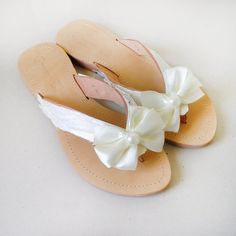 Wedding flip flops - Handmade leather flip flops decorated with off white satin ribbon and lace. In the middle a large pinwheel bow with a pearl. All
