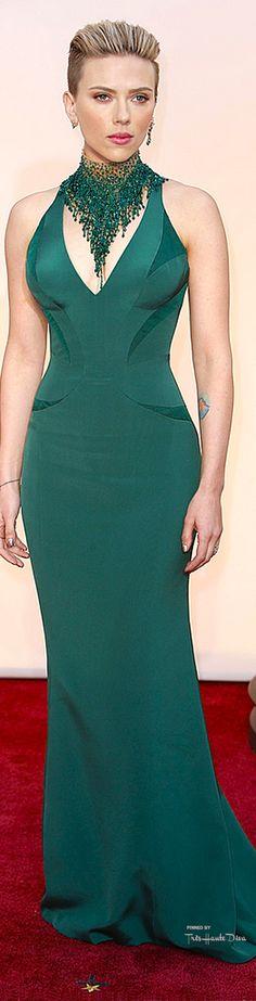 #Oscars 2015 Scarlett Johannson in Versace. Oh my Scarlett you are amazing!!