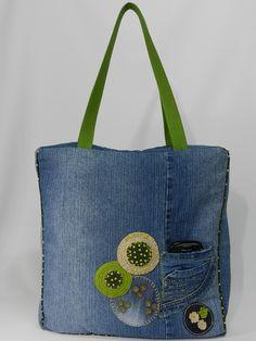 A bolsa Iracema você pode usar no seu dia a dia, carregar seu notebook, livros, entre outros... Possui alças resistentes, uma base interna que dá estrutura e sustentação, além de dar um up no seu visual.  C...