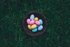 19 Easter Traditions to Start With Your Family Traditions To Start, Easter Traditions, Easter Egg Pictures, Happy Easter Wishes, Decoration Originale, Easter Activities, Fun Activities, Easter Brunch, Easter Weekend