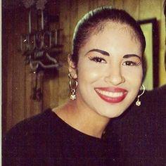 82 Ideas De Fotos De Cara De Selena Quintanilla Selena Quintanilla Selena Fotos De Caritas