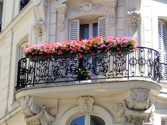 Paris Balcony with beautiful window boxes Apartment Balconies, Paris Apartments, Parisian Apartment, Apartment Design, Beautiful Architecture, Architecture Details, Parisian Architecture, Ideas Terraza, Tuileries Paris