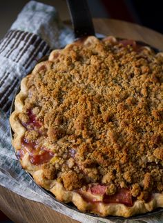 Spring Recipe: Rhubarb Crumble Pie Recipes from The Kitchn. My rhubarb plant is almost ready :-) Rhubarb Recipes Without Strawberries, Rhubarb Desserts, Strawberry Rhubarb Pie, Strawberry Recipes, Just Desserts, Delicious Desserts, Rhubarb Dishes, Rhubarb Ideas, Crumble Pie