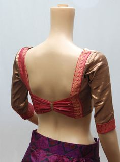 100 Sexy Low Back blouse Designs For Indian Women - Outfits Hunters Stylish Blouse Design, Saree Blouse Neck Designs, Fancy Blouse Designs, Choli Designs, Dress Designs, Henna Designs, Designer Blouse Patterns, Dress Patterns, Clothes For Women