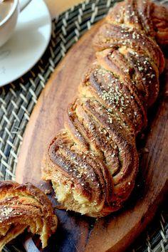 Surfing the world cuisine: Tahinli çörek / Tahini braided bread / Pynė su tahini