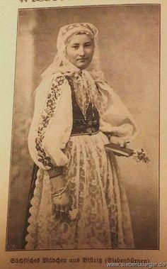 Sächsisches Mädchen aus Bistritz im Nösnerland Folk Costume, Costumes, Old Pictures, Traditional Dresses, Folklore, Family History, Austria, Textiles, Statue
