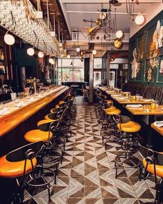 18 Bucket List Toronto Restaurants You Need To Try If You Haven't Already - Narcity Canada Travel Ontario Travel, Toronto Travel, Toronto Vacation, Restaurant Den Haag, Best Restaurants In Toronto, Toronto Nightlife, Edinburgh, Quebec Montreal, Backpacking Canada