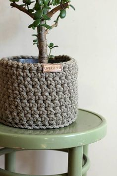 Idea Of Making Plant Pots At Home // Flower Pots From Cement Marbles // Home Decoration Ideas – Top Soop Crochet Home Decor, Diy Crochet, Crochet Crafts, Crochet Projects, Crochet Storage, Pot Storage, Storage Baskets, Small Storage, Crochet Planter Cover