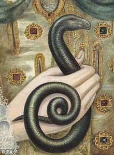 the-queens-loyal-serpent-400-years-on-a-painted-over-snake-reappears-on-portrait-of-elizabeth-i