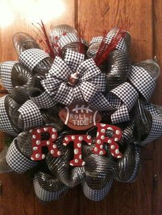 RTR Bama Wreath for ppl who like bama... i would make an auburn one
