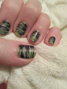 Graffiti fanbrush nail art