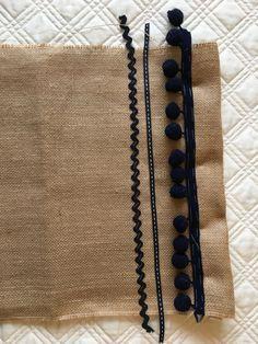 BOLSO DE ARPILLERA en Mis Manitas | DIY Blog de Manualidades y Reciclaje Easy Sewing Projects, Sewing Projects For Beginners, Knitting Projects, Sewing Crafts, Bag Patterns To Sew, Sewing Patterns, Diy Bag Designs, Pochette Diy, Handbag Tutorial