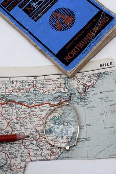 How to make a personalied road map keychain using an old road map and repurposing some old eyeglasses. Wooden Blanket Ladder, Quilt Ladder, World Map Necklace, Coffee Filter Wreath, Weathered Paint, Clothes Pin Wreath, Diy Planter Box, Tassel Curtains, Rock And Pebbles