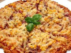 Remek recept Túró alapú fitt pizza. Ez a túró alapú fitt pizza recept elsősorban a diétázók számára jelenthet jó megoldást, ha már unalmasak a megszokott fogyókúrás fogások. Én mindig szívesen eszem, mert nem csak nagyon finom, de egy pár szeletet tényleg lelkiismeret-furdalás nélkül meg lehet enni. Bármilyen feltéttel fogyaszthatjuk, mint az igazi pizzát, de természetesen ne számítsunk egy olasz pizzatésztára. Egy próbát mindenképpen megér, ha vigyázni akarunk a vonalainkra. :)