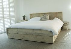 Leuk om zelf te maken   Steigerhout bed Modern, volledig verstek. Door missbehavin1977