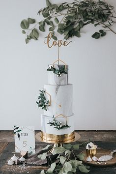 2019 Most Popular Wedding Cakes You Will Love--elegant marble wedding cakes with gold metallic toppers, greenery wedding cakes. Marble wedding inspiration for any creative bride wedding Simple Elegant Wedding, Beautiful Wedding Cakes, Trendy Wedding, Wedding Table Toppers, Sage Green Wedding, Gold Wedding, Green Weddings, Wedding Rings, Rhinestone Wedding