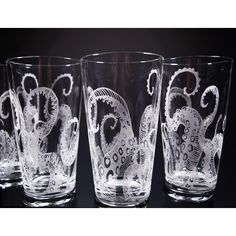 Octopus Tentacles Drinking Glass Glassware Set Kraken Etched Engraved... ($48) ❤ liked on Polyvore featuring home, kitchen & dining, drinkware, drink & barware, grey, home & living, pint glasses, glass set, glass drinkware sets and pint glass set