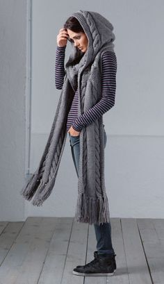 Chunky hooded scarf with cables & fringes FREE knitting pattern (hva) Loom Knitting, Knitting Patterns Free, Knit Patterns, Free Knitting, Knitting Scarves, Free Pattern, Knit Or Crochet, Crochet Hats, Knit Cowl