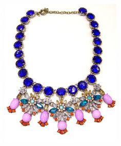 Maxi colar azul com cristais e strass. Acessórios Hic. R$125,00
