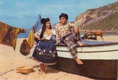 pareja de Nazaré (zonz piscatória) Portugal