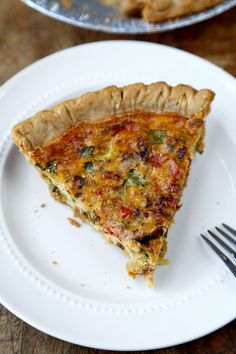 This is an easy, light and savory recipe for vegetable ricotta pie that only takes 15 minutes to prep! Easy Oven Recipes, Gourmet Recipes, Veggie Quiche, Apple Pie Bites, Ricotta Pie, Breakfast Snacks, Breakfast Recipes, Savory Tart, Italian Dishes