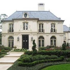 A French Chateau style home: i love ornate and dramatic architecture. French Chateau Homes, French Style Homes, French Cottage, French Country House, French Farmhouse, Modern Country, Style At Home, French Exterior, French Architecture