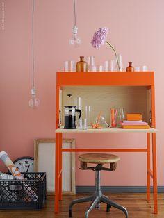 En sekretär med karaktär - Desk or bar? Ikea Ps 2014, Ikea Home-office, Ikea Desk, Diy Bureau, Ikea Storage Boxes, Orange Desks, Ikea Office, Desk Makeover, Secretary Desks