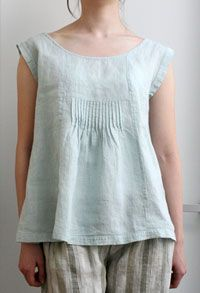 Pieced linen top, three front panels, middle time + pin tuck panel to help shape. Small pleated ruffle on extended shoulder cap sleeve Japanese Sewing Patterns, Dress Sewing Patterns, Sewing Ideas, Sewing Blouses, How To Make Clothes, Linen Dresses, Dressmaking, Ideias Fashion, Clothes For Women