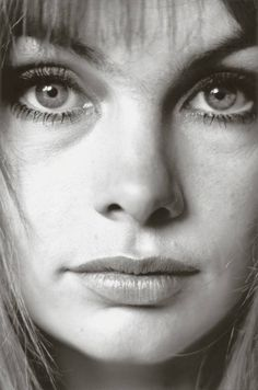 Jean Shrimpton by Jeanloup Sieff, 1964. I am amazed by the bags under her eyes...Pre air brushing or photosmart.