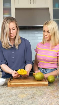 How to cut a mango three different ways! These three easy, safe methods for cutting a mango can be done without a peeler. You'll use this simple kitchen hack again and again! Strawberry Mango Salsa, Mango Guacamole, Caribbean Rice, How To Cut A Mango, Salmon Tacos, Mango Chicken, Blackened Salmon, Black Bean Quinoa