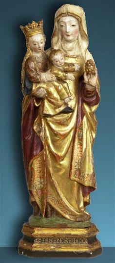Mechelen stond in de late middeleeuwen bekend als het productiecentrum van meestal kleine houten devotiebeeldjes. Ze zijn onder meer herkenbaar aan hun popperige gezichtjes. Om die reden werden ze dan ook wel 'Mechelse pupkes' genoemd. (begin 16-de eeuw)