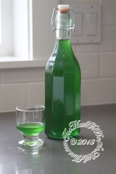 Homemade Creme de Menthe from Too Much To Do;So Little Time. Cocktail Drinks, Alcoholic Drinks, Beverages, Cocktails, Liquor Drinks, Bourbon Drinks, Homemade Alcohol, Homemade Liquor, Homemade Liqueur Recipes