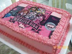 Bolo da Monster High. Existem várias formas de decorar um bolo e uma delas é com o papel de arroz, perfeito para festas infantis, com desenhos ou a foto da própria criança. http://www.seuevento.net.br/uberlandia/artigos-e-dicas/25/02/2014/modelos-de-bolos-decorados-com-papel-de-arroz/