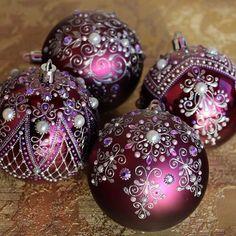 Gold Christmas Decorations, Painted Christmas Ornaments, Christmas Baubles, Christmas Art, Handmade Christmas, Christmas Holidays, Christmas Themes, Beautiful Christmas, Crismas Tree