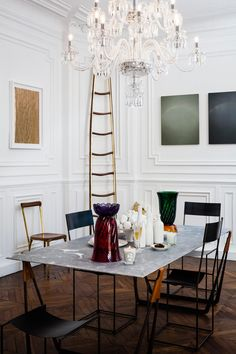 Discover Art & Design in a Historic Parisian Apartment Parisian Apartment, Paris Apartments, Home Living, Living Spaces, Room Inspiration, Interior Inspiration, Exterior Design, Interior And Exterior, Home Fashion